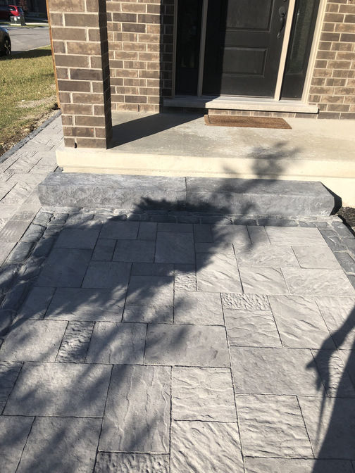 Paver walkway and front entry with border. A paver walkway project by the London Ontario based O'Connor Stone & Landscape.